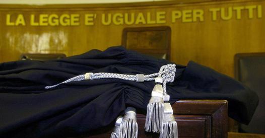 Torino, professore raggirato dall?ex allievo e dagli amici: in un anno ?regala? quasi 400 mila euro