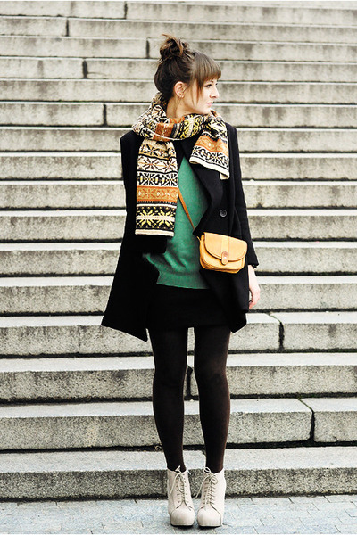 Eggshell-deezee-boots-black-romwe-coat-forest-green-romwe-sweater_400