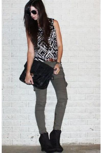 Black-HMT-camisa-verde-industrie-calça-preta-asos saco-preto-sempre-21-bo_400
