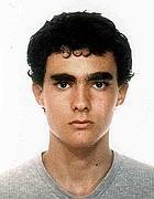 Una foto di Federico Aldrovandi, 18 anni, studente di Ferrara, morto in circostanze ancora da chiarire, davanti agli agenti di polizia intervenuti per calmarlo (Ansa)