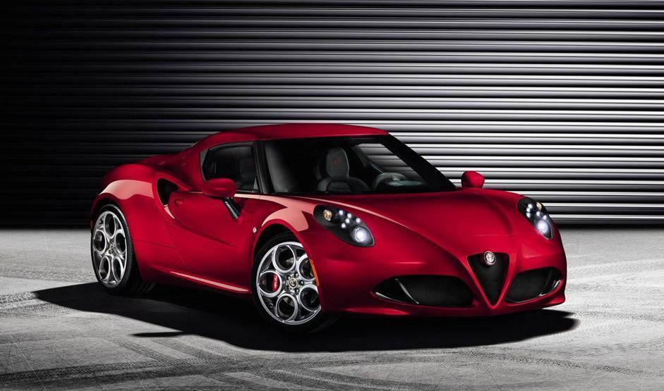 Sarà svelata al prossimo Salone di Ginevra (dal 7 al 17 marzo 2013) la nuova Alfa Romeo 4C, prodotta nello stabilimento Maserati di Modena e disponibile da fine anno. Un'auto con tutte le carte in regola, per ciò che è dato sapere al momento, per solleticare gli alfisti.