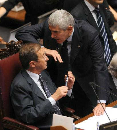 Fitto conciliabolo tra il presidente della Camera, Fini, e leader dell'Udc, Casini (Photoviews)
