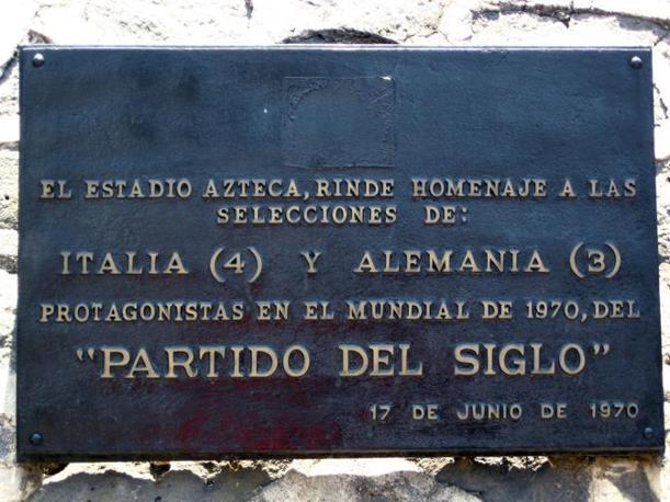Messico 1970: Italia-Germania 4-3. La targa apposta allo stadio Azteca di Città del Messico per ricordare la «partita del secolo»