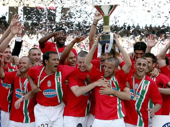 I festeggiamenti della Juventus per lo scudetto 2005-2006 poi revocato (Ansa)
