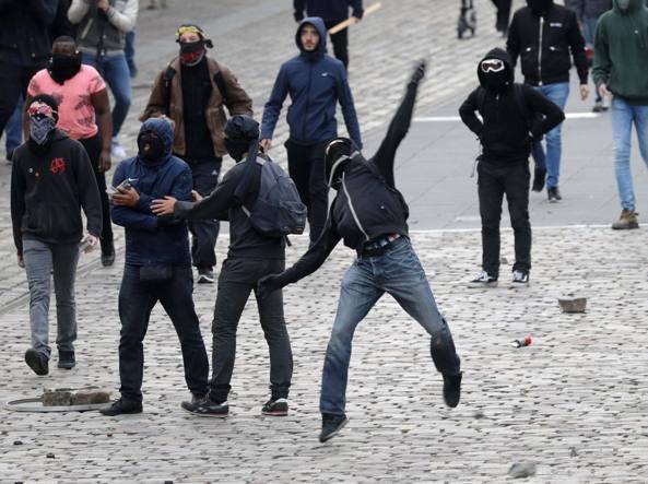 La manifestazione contro il Fronte Nazionale a Parigi (Ap)