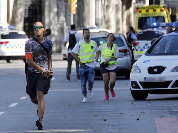 Gli attimi immediatamente successivi all'attacco del 17 agosto a Barcellona (LaPresse)