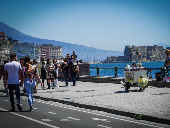 Zona gialla per tutta Italia, solo la Valle d'Aosta in bilico: i nuovi colori delle regioni dal 17 maggio