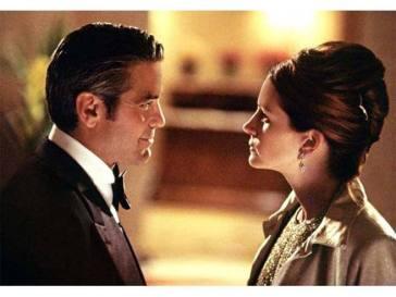 """""""Ocean's Eleven"""" in tv : lo scherzo a Julia Roberts e la sfortuna al tavolo verde di Clooney. I 15 segreti del film"""