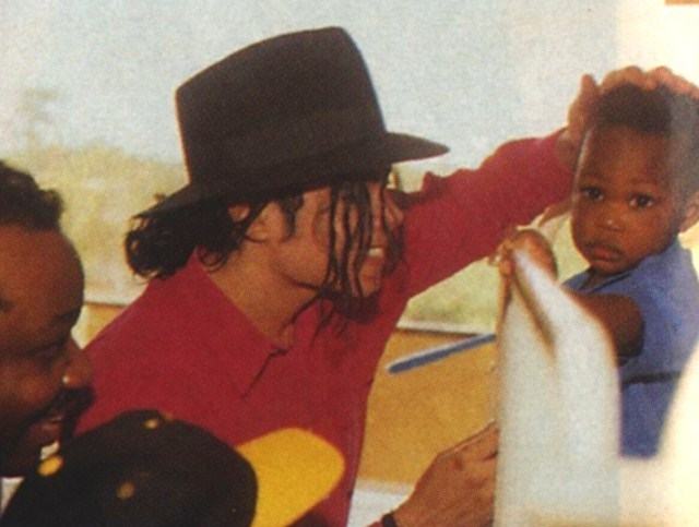 https://i2.wp.com/images2.fanpop.com/image/photos/13600000/MJ-Africa-michael-jackson-13660082-640-483.jpg