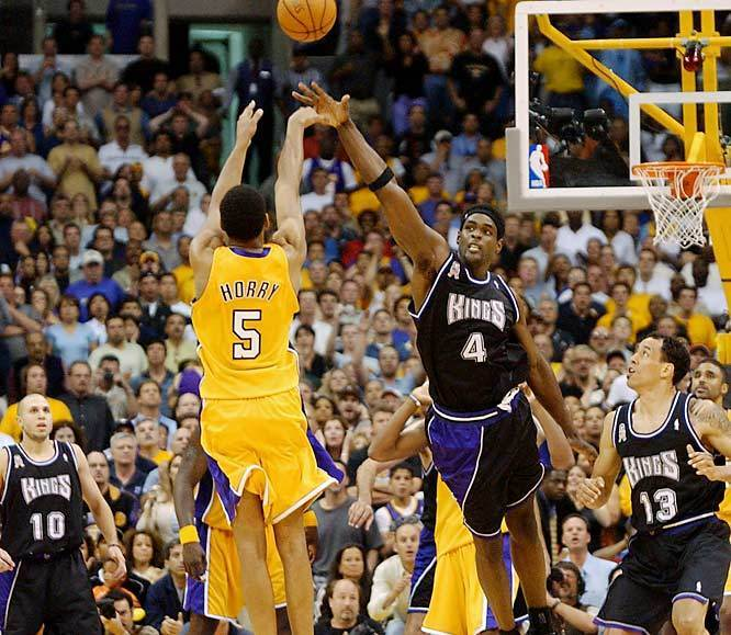 https://i2.wp.com/images2.fanpop.com/image/photos/8800000/Robert-Horry-s-game-winner-vs-Kings-los-angeles-lakers-8858019-666-579.jpg