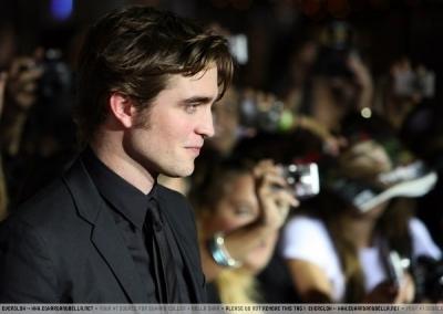 https://i2.wp.com/images2.fanpop.com/images/photos/2800000/twilight-premiere-in-LA-edward-and-bella-2850452-400-284.jpg