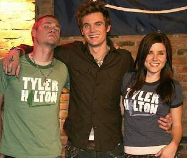 One Tree Hill Images Sophia Bush And Chad Michael Murray At The Bitter End Tyler Hilton Concert Wallpaper And Background Photos