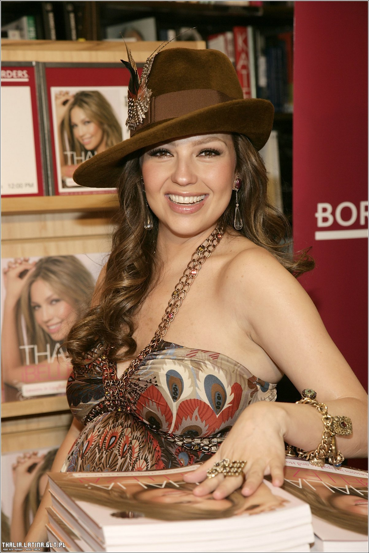 https://i2.wp.com/images2.fanpop.com/images/photos/6700000/Thalia-thalia-6709153-1203-1800.jpg