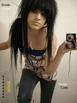 https://i2.wp.com/images2.fanpop.com/images/photos/7000000/-Emo-Girl-emo-girls-7096647-300-400.jpg