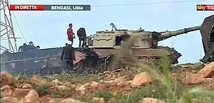 Mezzi distrutti durante raid aerei compiuti stamani in Libia. Sky