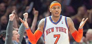Carmelo Anthony dopo un canestro da tre. Reuters