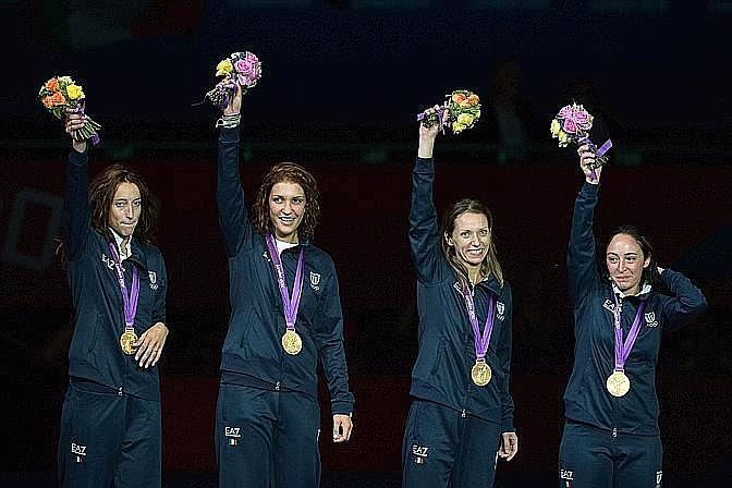 Eccole, le quattro regine. Da sinistra la campionessa olimpica Elisa Di Francisca, l'argento olimpico Arianna Errigo, il bronzo olimpico Valentina Vezzali e Ilaria Salvatori. Afp