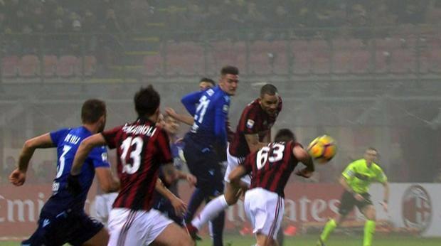 Il gol (di gomito) di Cutrone alla Lazio.