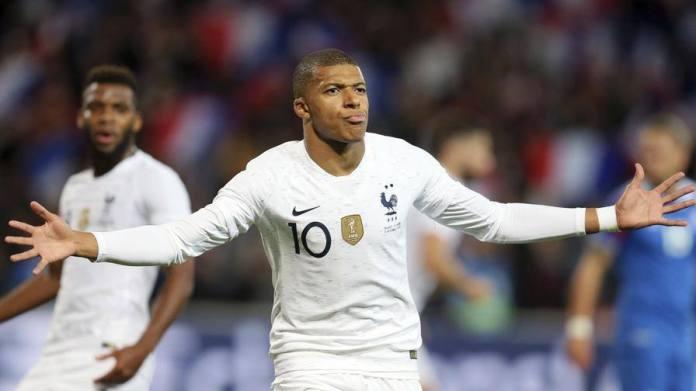 Mbappé salva la Francia Islanda rimontata: è 2-2