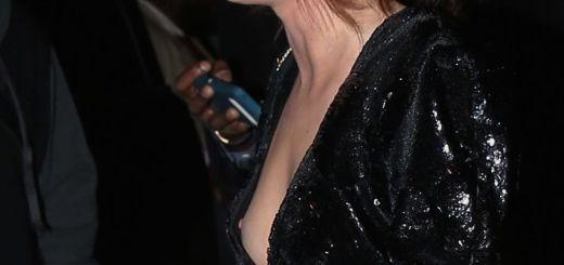 gina-davis-nipple-slip