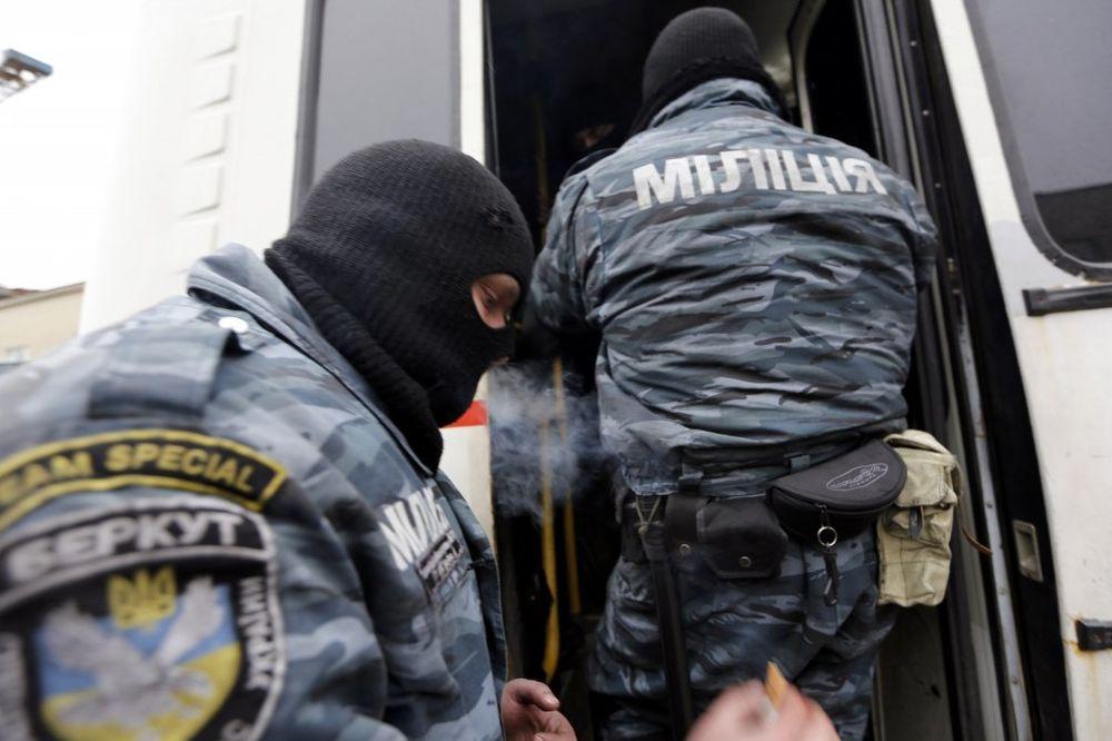 KIJEV: Rasformiran Berkut, demonstranti prave Samoodbranu bez maski i oružja