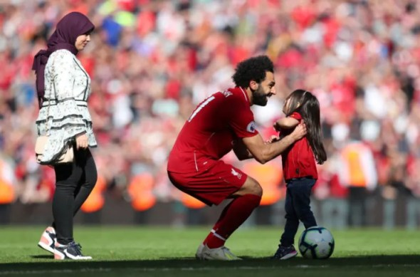 Liverpool news: Shattered Mo Salah attracts crowd as he sleeps on ...