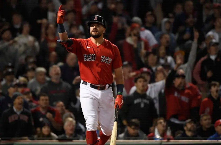 5 de octubre de 2021  Boston, Massachusetts, Estados Unidos.  Boston Red Sox responde después de que el delantero Kyle Schwartner (18) conecta su único jonrón contra los Yankees de Nueva York en la tercera ronda del juego Durcard de la Liga Americana en Fenway Park.  Crédito obligatorio-Bob Dicara-America Today Sports