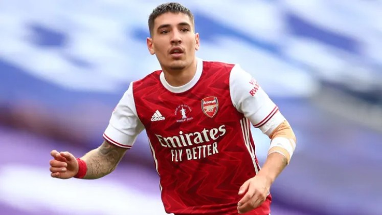 Arsenal Offer Héctor Bellerín to PSG in Effort to Raise Additional Funds