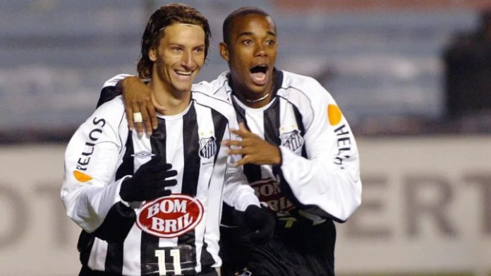 Brazilian soccer player Elano (L) and Ru