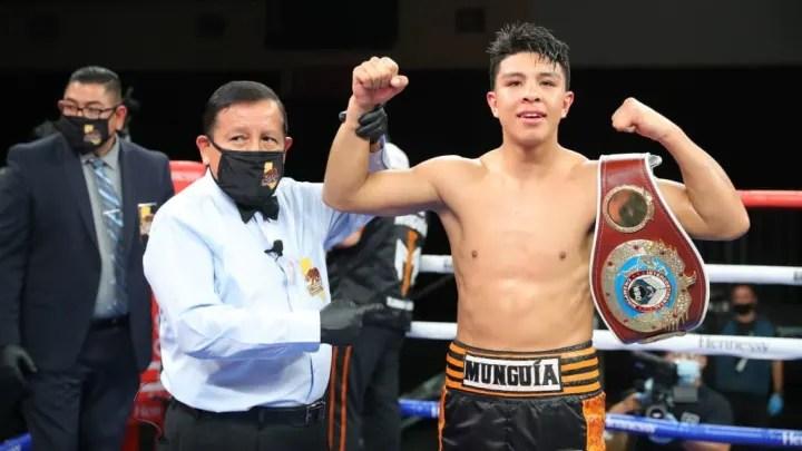 Jaime Munguía logró obtener su primer título mundial con tan sólo 21 años enviando a la lona a Sadam Ali en cuatro ocasiones