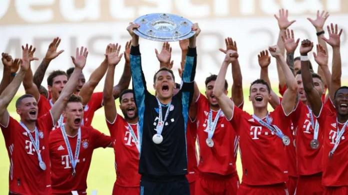 Bayern München with the Bundesliga shield.