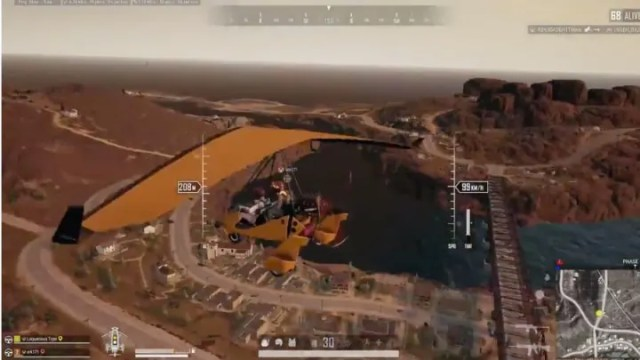 A PUBG player decided to show off his flying prowess by doing a barrel roll in a Motor Glider.