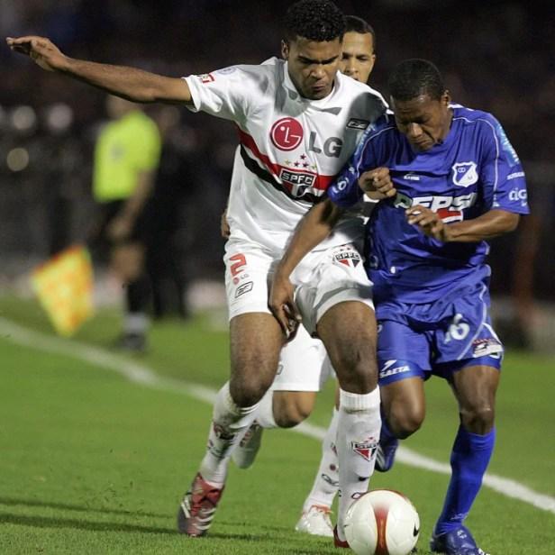 Alex Diaz (R) of Colombia's Millonarios