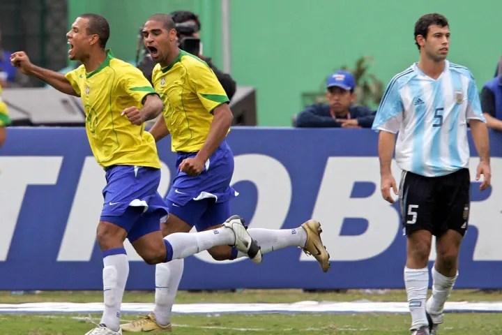 Brazilian Luis Fabiano (L) and Adriano c