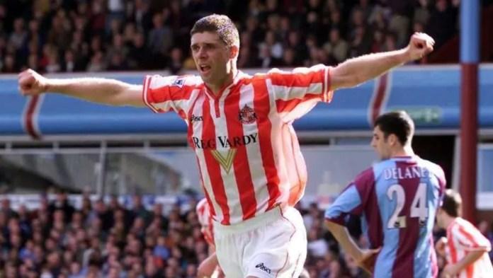 29 Apr 2000: Niall Quinn of Sunderland celebrates scoring the equalizer during the FA Carling Premiership match between Aston Villa and Sunderland at Villa Park, Birmingham. Mandatory Credit: Laurence Griffiths/ALLSPORT