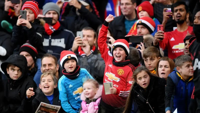 MANCHESTER, ENGLAND - OCTOBER 28: Manchester United fans enjoy the pre match atmosphere prior to the Premier League match between Manchester United and Everton FC at Old Trafford on October 28, 2018 in Manchester, United Kingdom. (Photo by Laurence Griffiths/Getty Images)