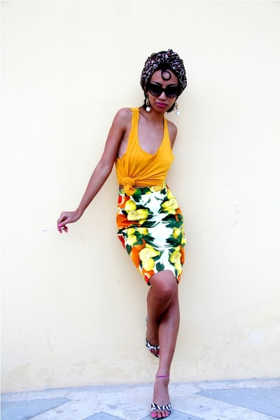 Burnt-orange-diy-scarf-black-cat-eye-tom-ford-sunglasses-yellow-mango-top_400