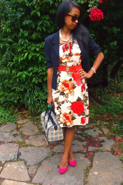 Floral-dress-printemps-blazer-leopard-wayfarer-sunglasses-hot-pink-christi_400