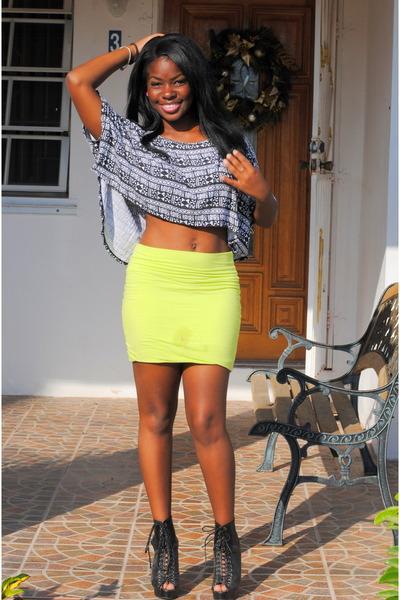 Black-shirt-chartreuse-wet-seal-skirt_400