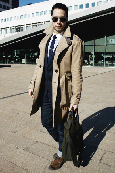 Brown-zara-shoes-beige-trench-coat-burberry-coat-navy-h-m-jeans_400