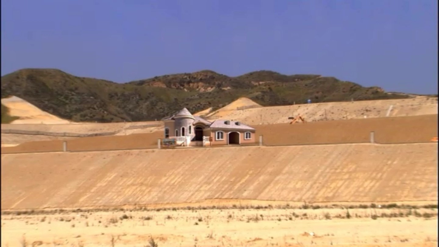 Bluth Model Home