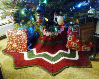 free crochet patterns christmas tree skirt - Small Christmas Tree Skirt