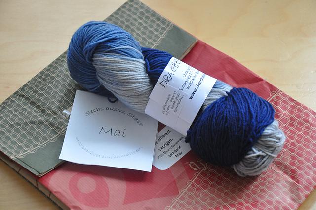 Sockenwolle 6 aus'm Stash Mai Drachenwolle Dem Regen entgegen grau/marine