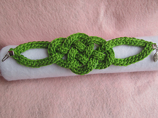 Celtic_knot_bracelet_full_photo_jeryan_small2