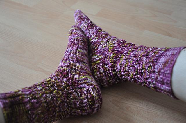 zombie socks drachenwolle luxus sockenwolle