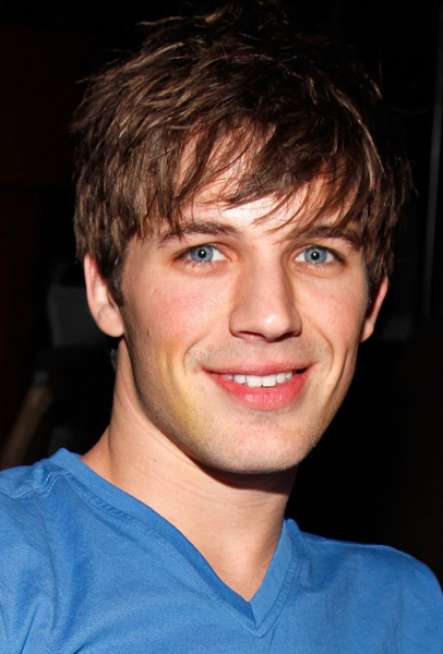 https://i2.wp.com/images4.fanpop.com/image/photos/15200000/matt-lanter-matt-lanter-15266527-406-600.jpg