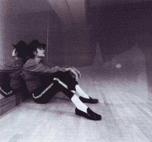 https://i2.wp.com/images4.fanpop.com/image/photos/15900000/Michael-Jackson-Black-and-White-michael-jackson-15906675-500-466.jpg