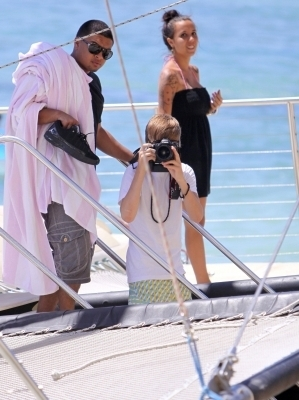 justin bieber in hawaii - justin-bieber photo