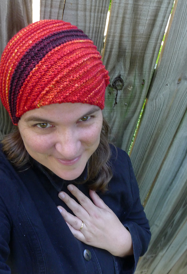 https://i2.wp.com/images4.ravelry.com/uploads/elizabethgm/166889852/CattywampusHat_red1.jpg