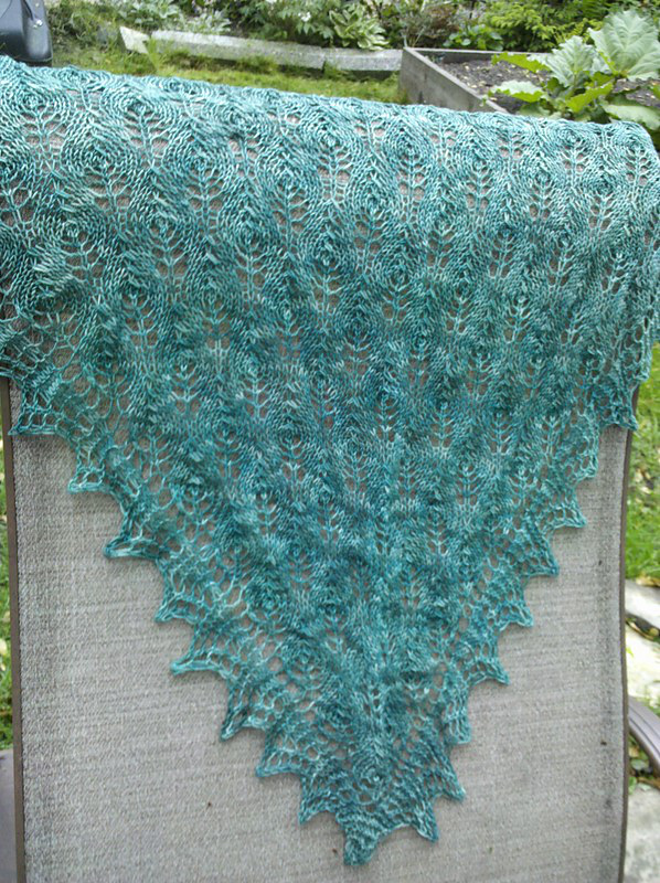 Pavo shawlette